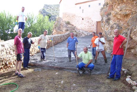 Voluntarios currantes que acabaron con el reino de la vegetación y cardos de antes